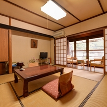 *和室バストイレ付(客室一例)/畳の香りがほのかに薫るお部屋で団欒のひと時をお過ごし下さい。