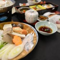 【ご夕食一例】八代海でとれる新鮮な魚介類をメインに、旬の食材を使ったひと手間加えたお料理が並びます。