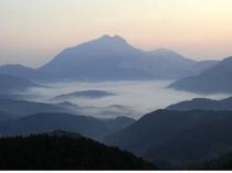 由布院盆地の朝霧