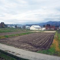 *周辺風景/菜園や畑に囲まれたロケーション。喧騒を忘れのんびりとお過ごし下さい。