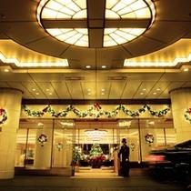 ◆冬/クリスマス〜例年心温まるクリスマス装飾で皆様をお迎えします。