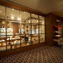 ■オリジナルグッズなど販売中の『ホテルショップ』(2階)