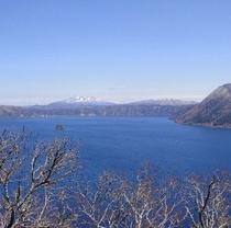 春の摩周湖