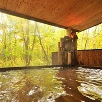 紅葉の露天木風呂