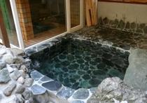 天然温泉露天岩風呂