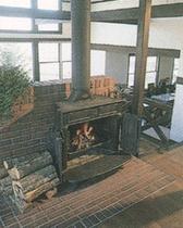 冬は暖炉の前で楽しいお喋り