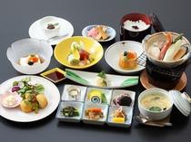【夕食膳・雅】料理長快心の会席膳をご提供。
