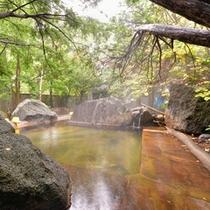 """*混浴露天風呂""""枯山水""""/硫黄山を望む開放感溢れる露天。大きな岩があるので混浴初心者も◎"""