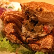*夕食一例/鮮度抜群の茹でたて味付け毛蟹など海の幸をご提供いたします。
