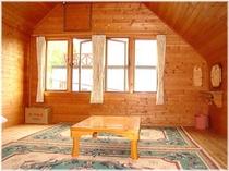 和室タイプ・天窓のある部屋