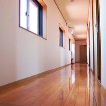 施設一例:廊下