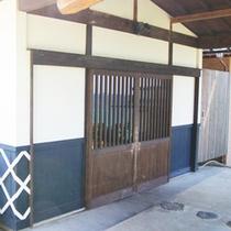 【玄関外】  ようこそ!民宿 繁屋千賀荘へ