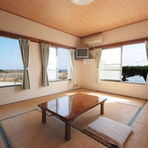 玄界灘の雄大な眺めを一望できる落ち着いた雰囲気の和室