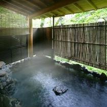 ■源泉かけ流し露天風呂付「かじかの湯」