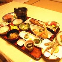 お夕食全体(一例)