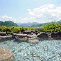 *【露天風呂/男性】谷川岳と湯沢の街並みを望む、まさに絶景。