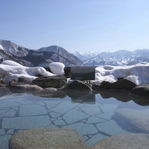 *【季節の露天風呂/雪見】冬の越後湯沢と幻想的な雪景色がよく合います。