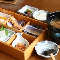 *【ご朝食例】ご飯が進むお料理が並びます。