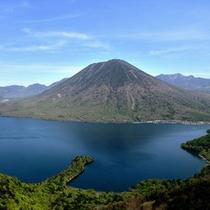 *中禅寺湖と男体山