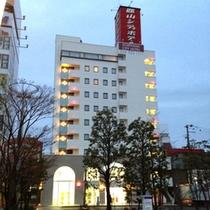 夜明け前のホテル