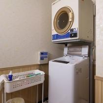 *【館内設備】コインランドリーも完備しているので急な洗濯もできちゃいます。