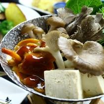 きのこ鍋(季節の具材にかわります)