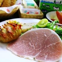地元の野菜をつかった♪美味し洋朝食!(ハム&サラダ)