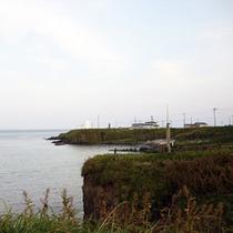 *納沙布岬/岬の先端に建つ納沙布岬灯台は、北海道で最古の灯台です。
