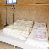 *ロッジ内/快適なベッドを完備。お好きな時にお休みください。※寝間着はご持参下さい。