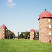 *明治公園/北海道では二番目の歴史を誇る、牧場の跡地を利用したサイロが象徴的です。