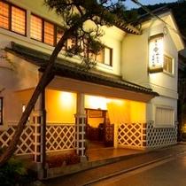 ◇夜の和泉屋正面玄関