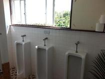 男性用お手洗い窓側