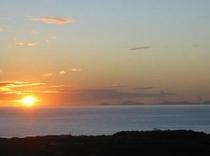 伊平屋島に沈む夕日