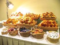 朝食メニュー ホテルオリジナルパン