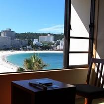 【3階客室の眺望例】砂の白さと海の青さが際立ちます。