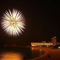 【外観】目の前の白良浜で夏は花火の打上鑑賞が楽しめます