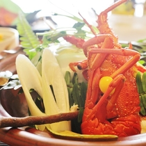 紀和会席】国産伊勢海老の宝楽焼きの一例