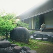 101号室[福禄寿] 専用庭園の縁側からの眺め