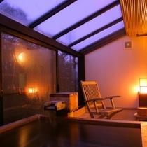 ●客室の星見露天風呂「琴柱草(206号室)・山茶花(208号室)」一例