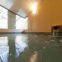 男女大浴場完備。のんびりとご利用ください。