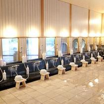 大浴場の洗い場はこんなに広いです♪たくさんの方にご利用いただけますよ。