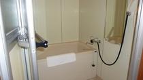 和室のお風呂です。トイレと別ですからゆっくりとバスタイムをどうぞ