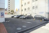 平面駐車場は大型トラックも駐車可能です。
