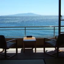 お部屋から伊豆大島を望む