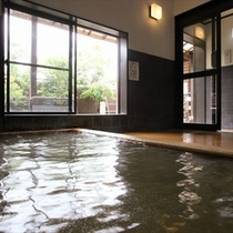 当館の炭酸泉はとろとろした湯触りが特徴的(男性浴場)