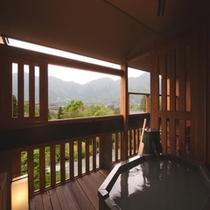 客室露天風呂から湿原方面を眺める