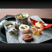 ■ お料理一例(漆器に春の装い)