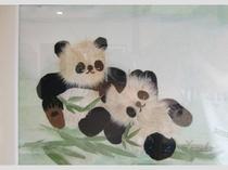 押し花の絵館内展示中パンダ