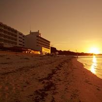 ホテル目の前の夕日
