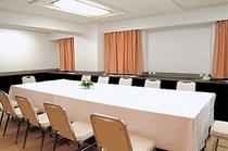 【小中会議室】 10〜60名様までご利用可能な会議室が館内に9ヶ所ございます